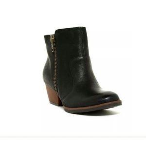 NWOT Korkease boots.